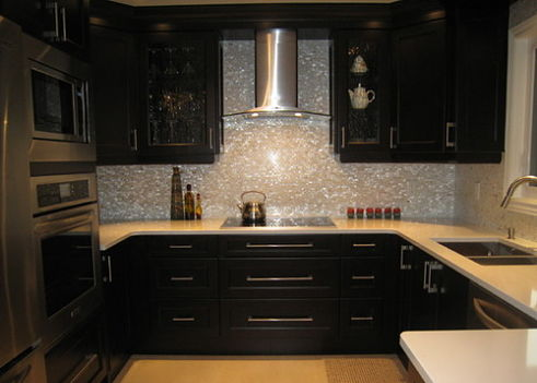Mother-of-pearl-kitchen-with-kitchen-backsplashes